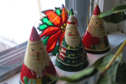 I found these cone shaped Santa's at a thrift shop last year. I have no idea how old they are but I like them just the same.